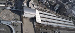 サンポート高松の高松シンボルタワーから見下ろしたJR高松駅 撮影:タムラゲン